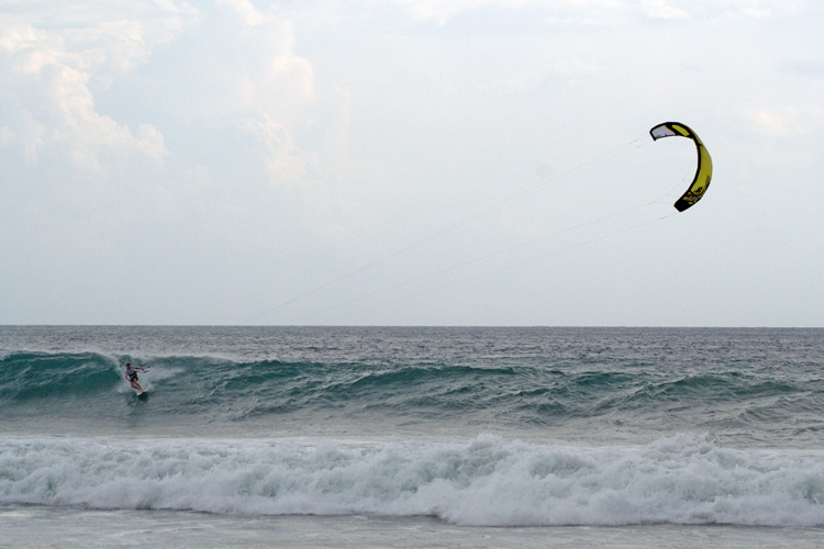 Thomas Nolan: one of the rare kitesurfers at Playa Zicatela | Photo: John P. Murphy