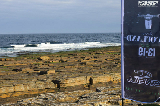 Thurso, Scotland: no waves but plenty of rocks
