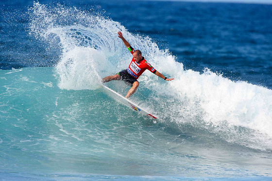Tiago Pires: in the hands of the free surfing curse