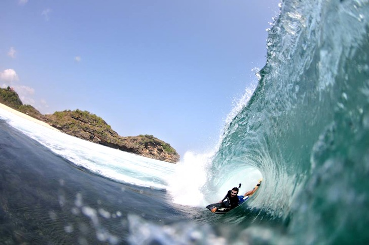 Tó Cardoso: seeking shelter in Java | Photo: Nuno Dias
