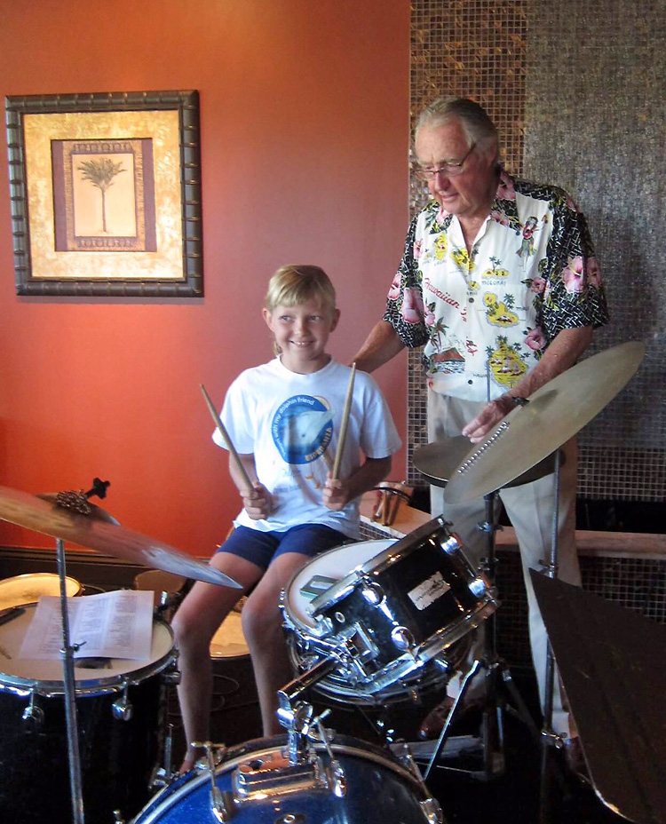 Tom Morey: teaching the young generation to play drums | Photo: Jennifer Schmeer