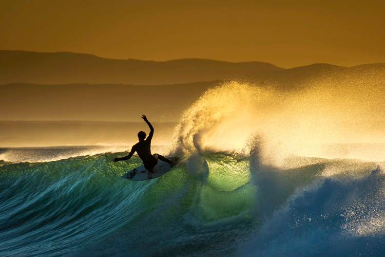 Surf photos: browse your photo archive from time to time to reignite your inner stoke | Photo: Shutterstock