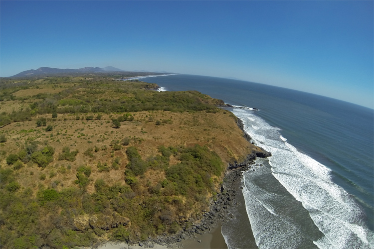 Toro de Oro: in El Salvador no land developer has attempted or bothered to consider building green zones or parks next to the surf