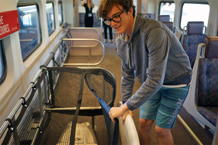 Metrolink: surfers are welcome to travel with their surfboards in the trains | Photo: Metrolink