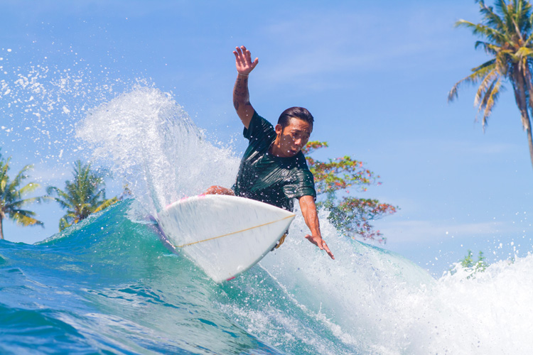 Surfers: greedy and selfish individuals | Photo: Shutterstock