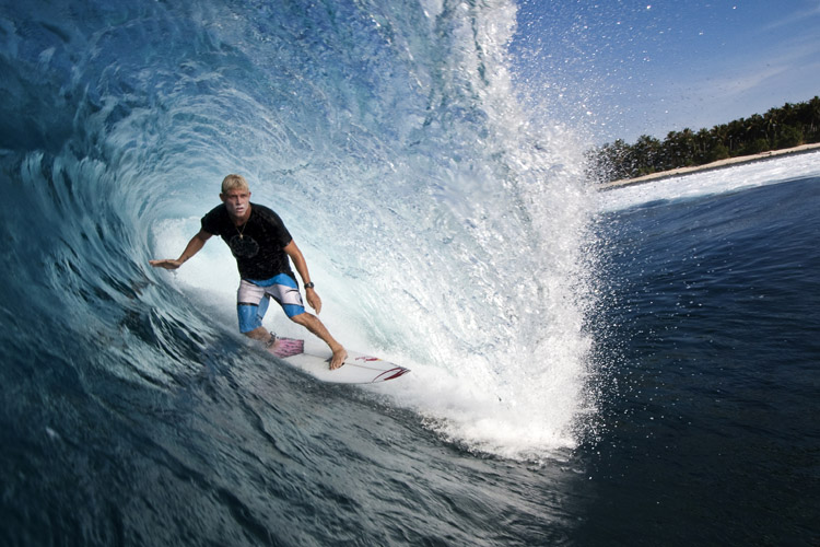 Tube Ride: the greatest and most advanced trick in surfing | Photo: Red Bull