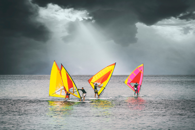 Turning, steering and tacking: changing direction in windsurfing | Photo: Shutterstock