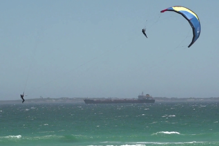 Zoon, Langeree and Jacobsen perform innovative kite stunt