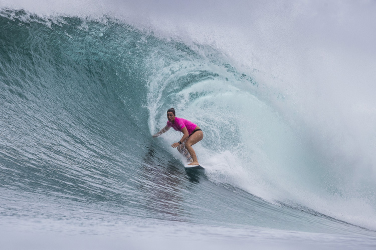 Tyler Wright: getting barreled at Honolua Bay | Photo: Poullenot/WSL