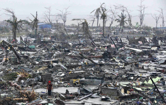 Typhoon Haiyan: total destruction in the Philippines
