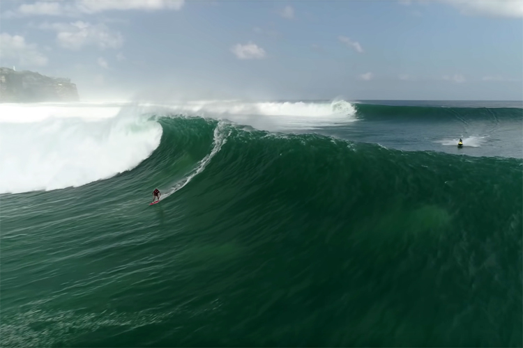 Eloy Lorenzo Junior: riding the waves of a mega swell that hit Uluwatu