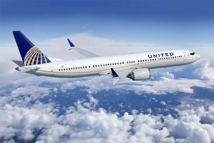 United Airlines: no more surfboard bag fees in California | Photo: United