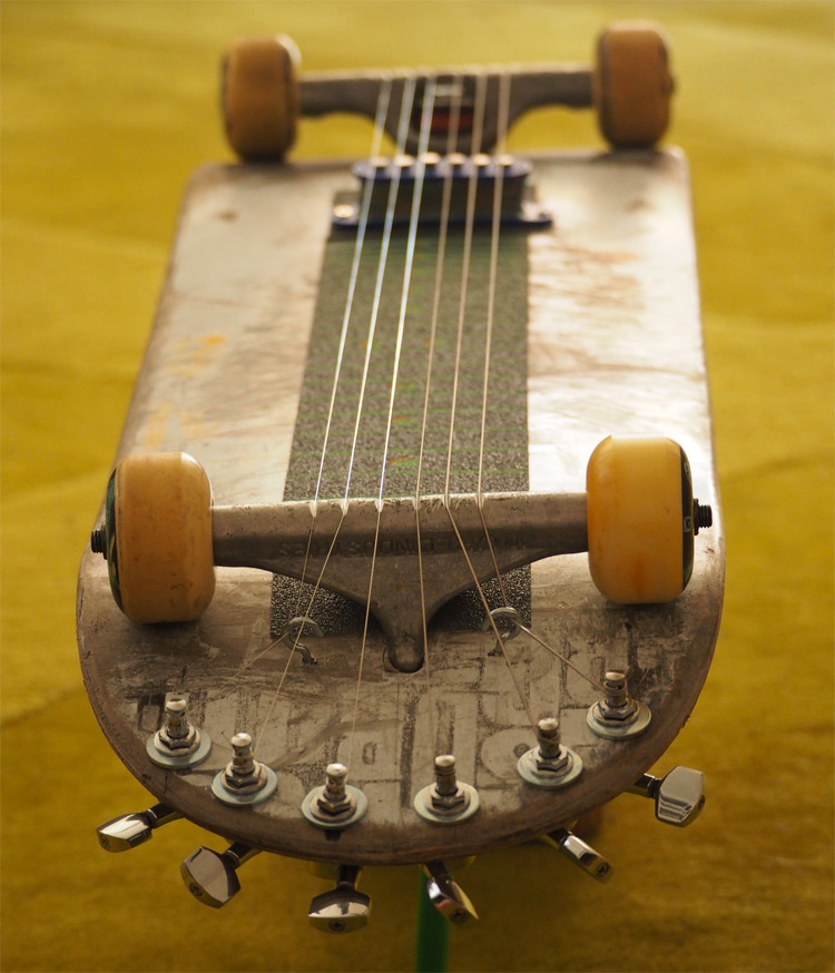 Upcycling: transforming an old skateboard into a musical instrument | Photo: Creative Commons