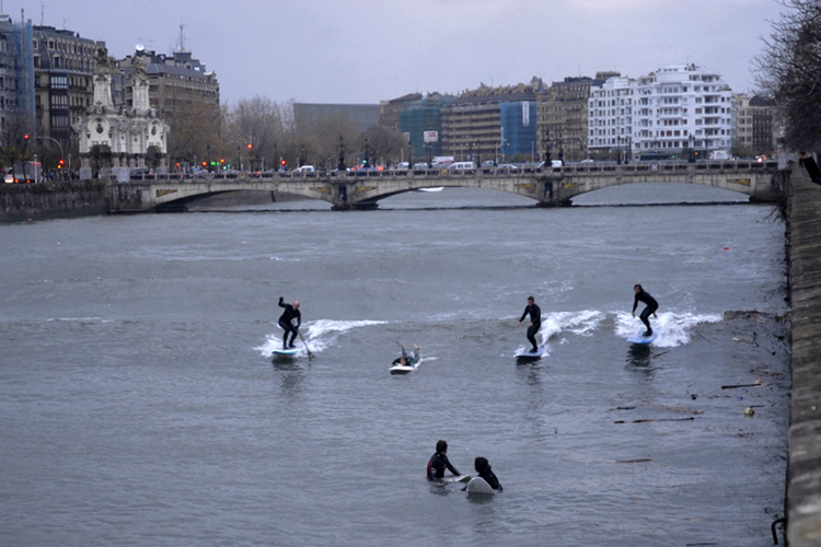 Urumea River: local surfers never miss an opportunity to ride a river wave | Photo: Antony Colas