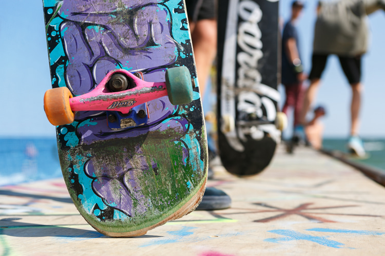 Skateboarding: ask for tips and advice from fellow skaters at the skatepark | Photo: Shutterstock