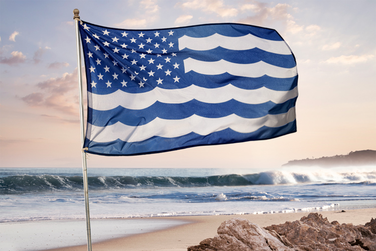 United States and Oceans of America: the flag the protects the oceans and unites Americans | Photo: Surfrider