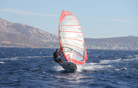 Varkiza Long Distance Windsurfing Race: alone in open sea