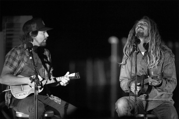 Eddie Vedder and Rob Machado: when music and surfing get together | Photo: Sherman/WSL