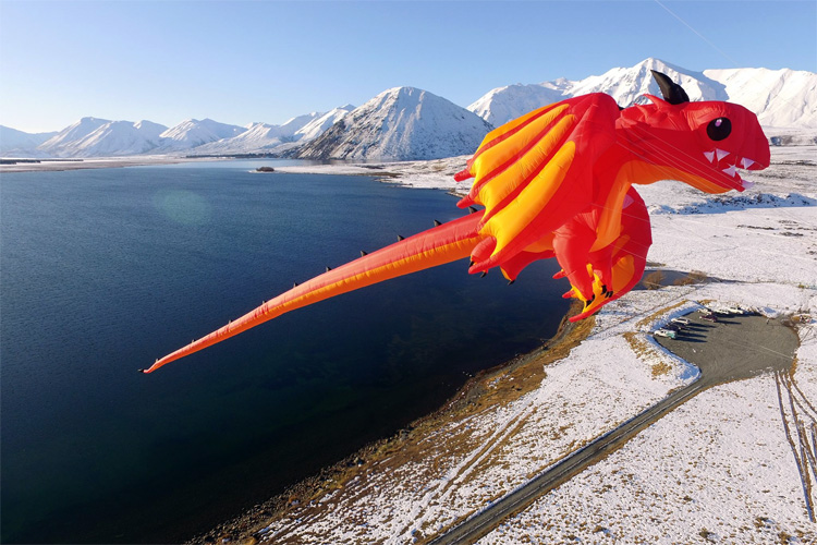 The PLK Dragon: a very large kite designed by Peter Lynn | Photo: Peter Lynn Kites