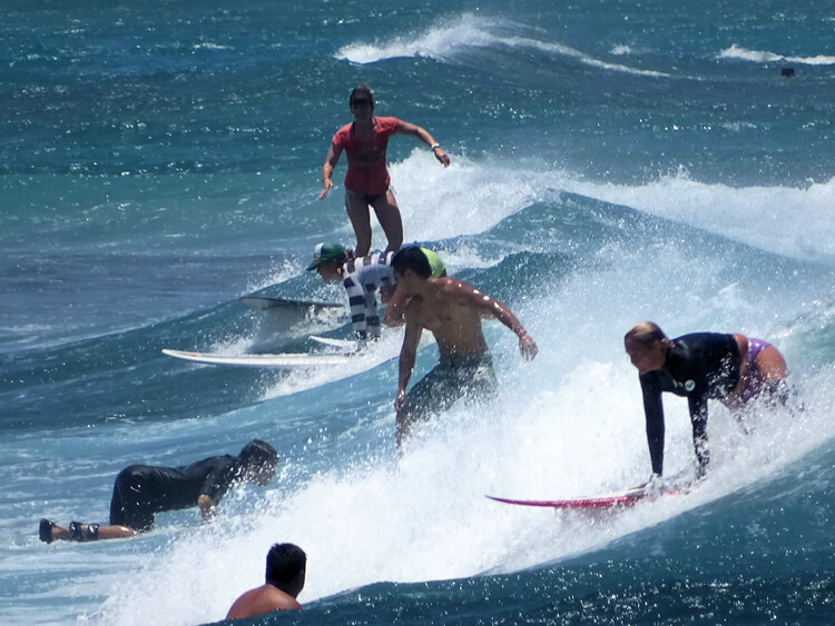 Waikiki: a beginner's wave that is often crowded | Photo: James Brennan/Creative Commons