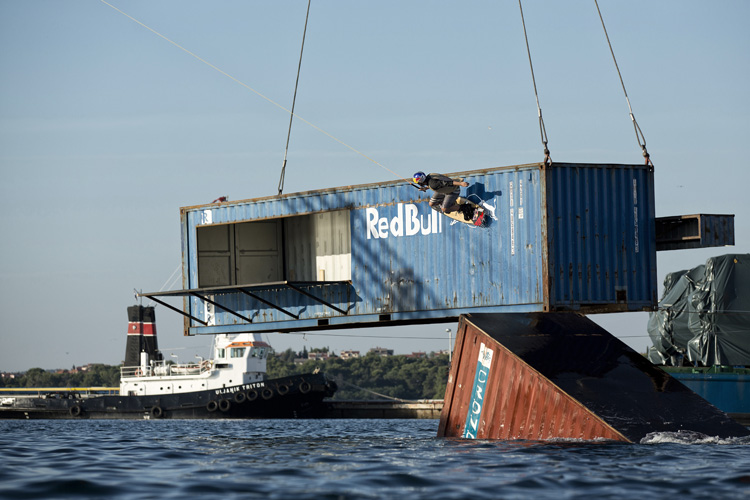Wake Crane: the floating course was installed in Pula, Croatia | Photo: Red Bull