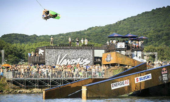 Red Bull Wake of Steel: flying over Linz