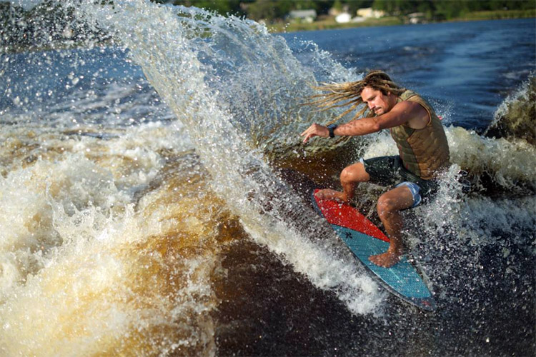 Wakesurf Edge Pro Shaper creates the wake wave of your dreams