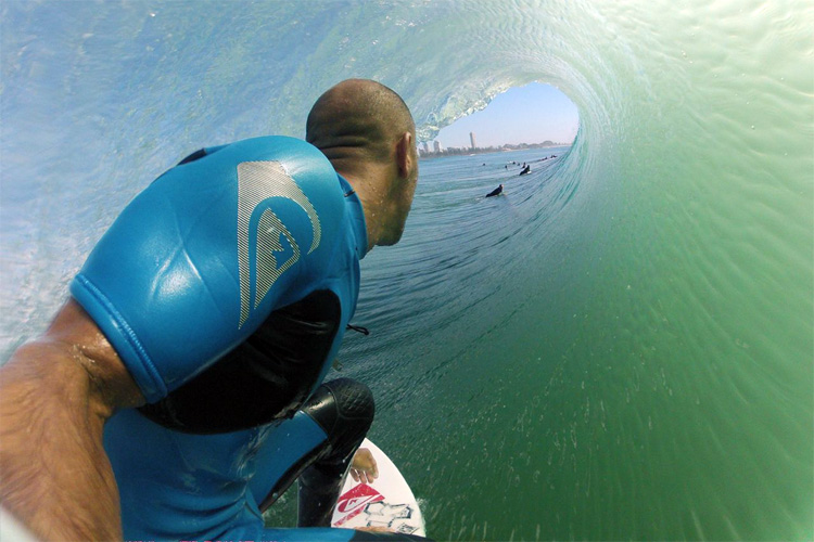 Waterproof surf cameras: capture the best of surfers