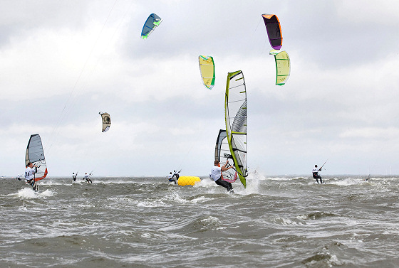WaterZ: 200 windsurfers against 100 kiteboarders | Photo: Jan Nielsen