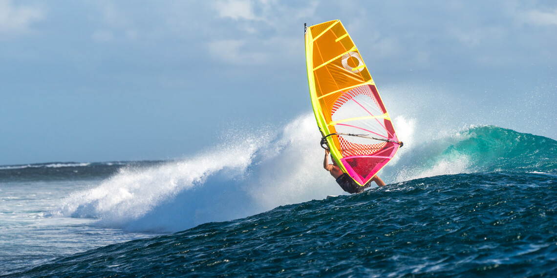 Windsurfing: get the right board and sail for you favorite sailing discipline | Photo: Shutterstock