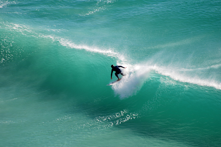 Surfing: learn how to surf more and catch more waves | Photo: Shutterstock