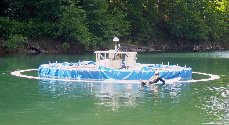 Wavegarden: one of the first prototypes was a circular surf lagoon | Photo: Wavegarden