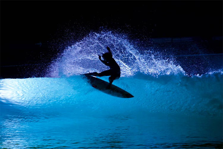 Wavegarden: a 24/7 open wave pool that can be used for night surfing | Photo: Wavegarden