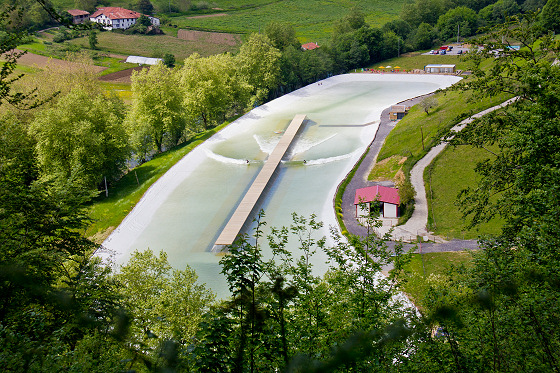 Wavegarden: 120 wave per hour through a 220-meter track
