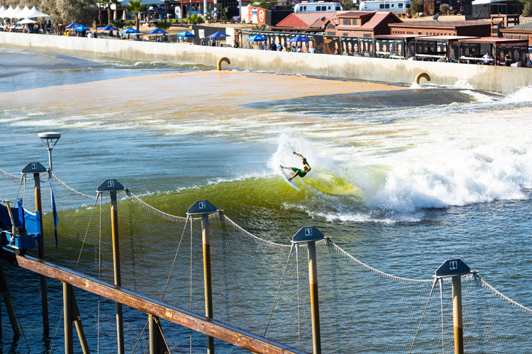 Artificial waves: they're not quite like ocean waves | Photo: Cestari/WSL