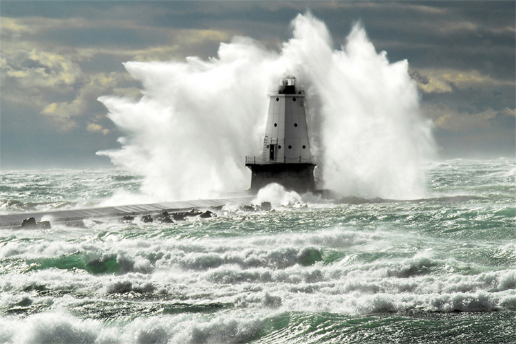 Waves: they are getting bigger and more powerful | Photo: NOAA/Creative Commons