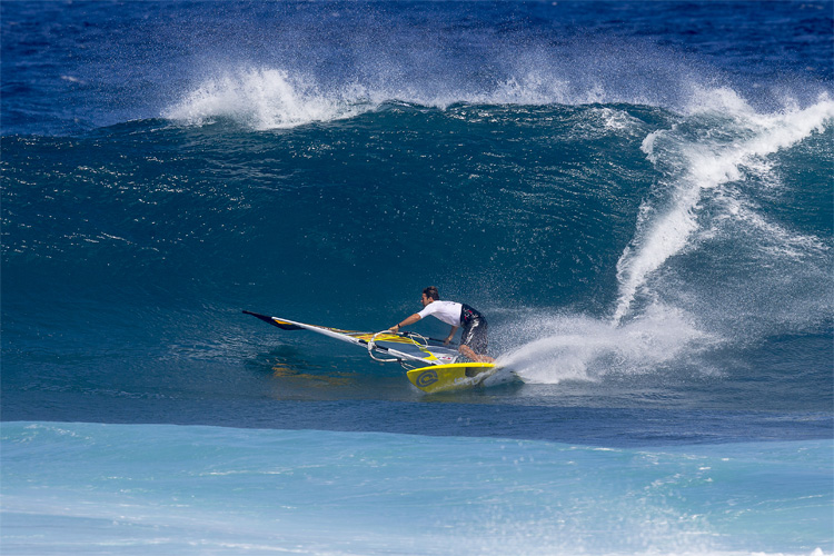 Wave Windsurfing: it's all about wave riding and jumping | Photo: Carter/PWA