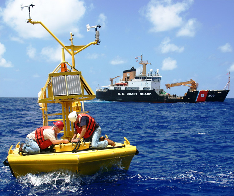 Ocean buoys: they are deployed in open ocean by national meteorological centers | Photo: NOAA