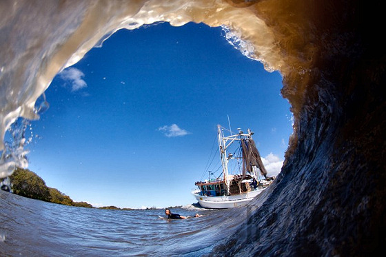 Artificial waves: boats can give a helping hand | Photo: Ryan Williams