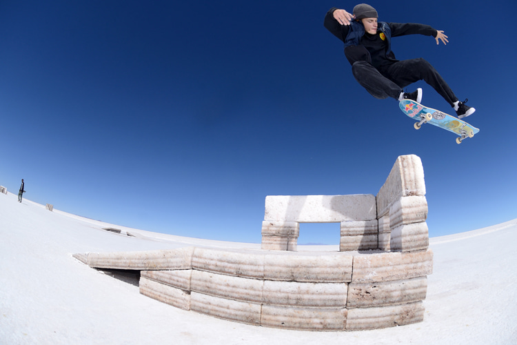 Salar de Uyuni: skateboarding made easy at Bolivia