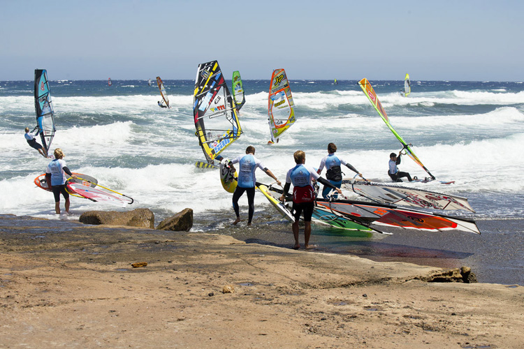 Windsurf beach start: the art of launching in shallow waters | Photo: Carter/PWA
