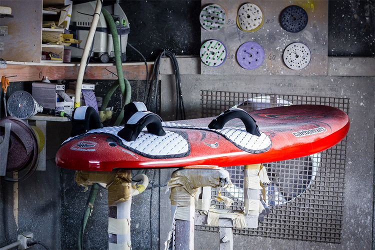 Windsurfing: learn how windsurf boards are made | Photo: Carbon Art