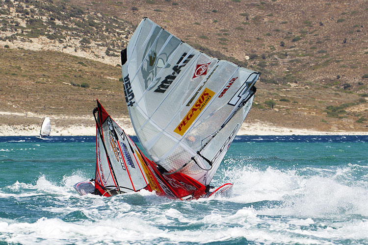 Slalom windsurfing: crashes are part of the game | Photo: Carter/PWA