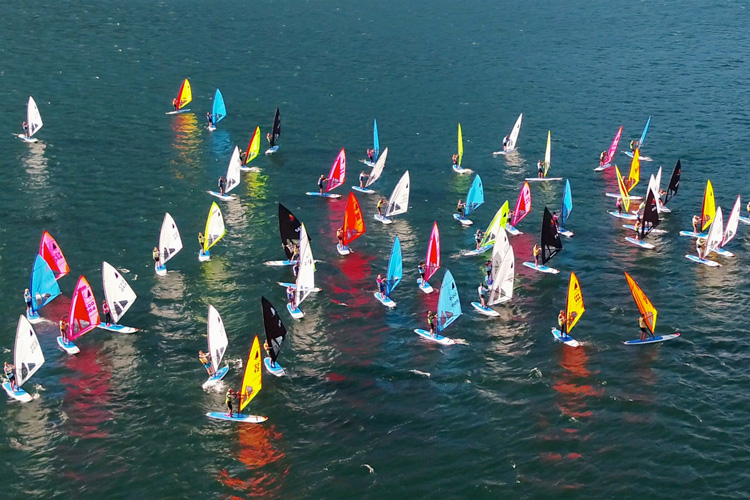 Windsurfer World Trophy: more than 100 colorful sails invaded Italy