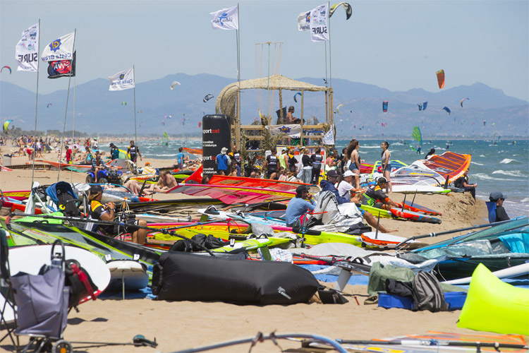 Windsurfstuff.com helps you choose the boards and sails you need