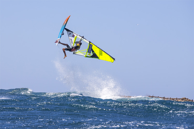 Windsurfing jumps: speed up and fly away