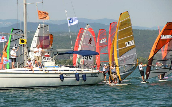 Raceboard: traffic jam at Marina Julia