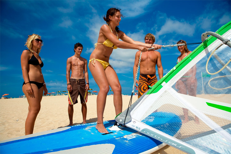 Windsurfing simulator: learn the fundamental principles of the wind | Photo: Flag Beach