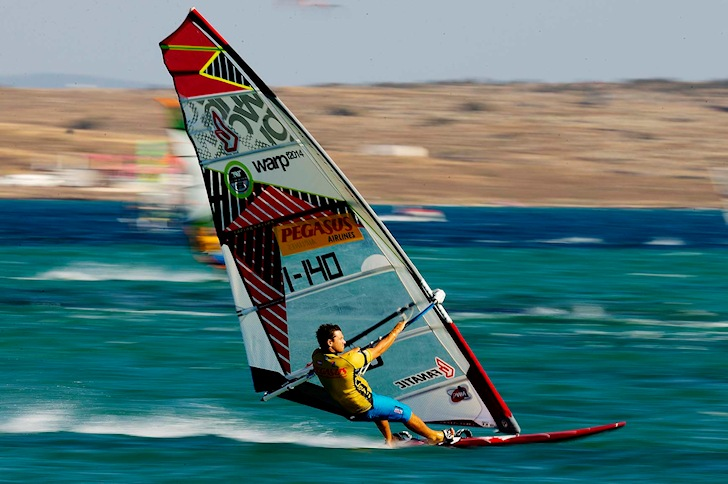 Stance: train the right body posture in windsurfing | Photo: PWA/Carter