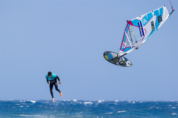 Windsurfing: watch the most epic fails, the most painful crashes, and the most dangerous wipeouts | Photo: Carter/PWA